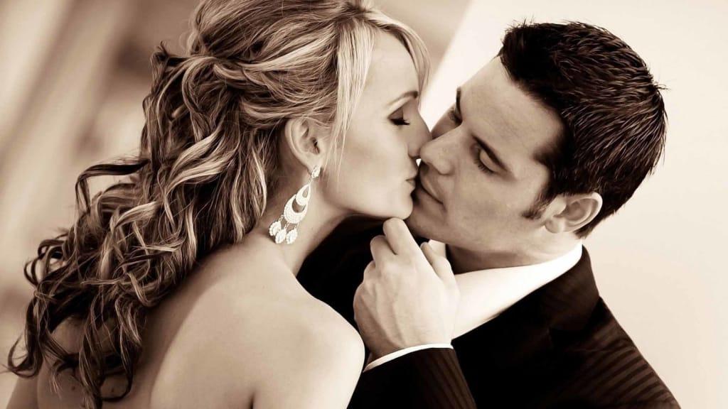 Romantic kissing Amsterdam Escort Service (2)